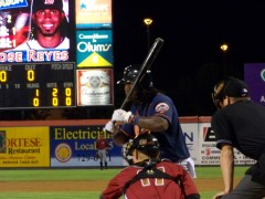 Jose Reyes plays ball with the B-Mets