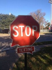 STOP TEXTING BEHIND THE WHEEL!
