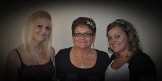 Mom, Alisha, and our Angel in heaven ♡