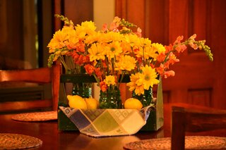 Snapdragon and daisy center piece