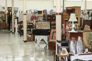 JJ Newberrys Hosts new Antique Shoppe