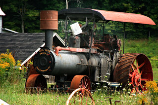 Steam Powered Tractor in Newrk Valley