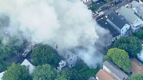 FDNY battles fire ripping through three Staten Island houses