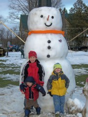It's a TEN FOOT SNOWMAN
