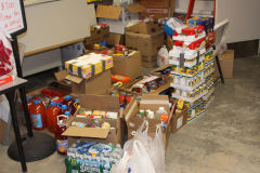 Hockey Players donate food for CHOW