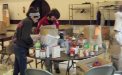 Students pack Thanksgiving bags